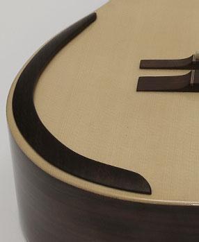 guitarra acustica modelo CSa descansabrazo 1
